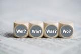 Würfel mit den Wörtern