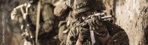 mlodzi-zolnierze-wojskowi
