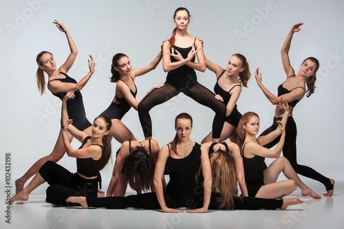 Fototapeta The group of modern ballet dancers