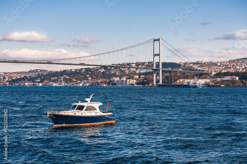 Zdjęcia The Bosphorus Bridge which connects Europe and Asia, Istanbul