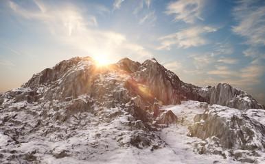 Zaśnieżone góry i zimowy krajobraz