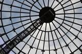 Szklany dach w nowoczesnej architekturze. - 102627712