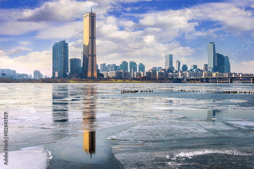 Poster Ice of Han river and cityscape in winter,Seoul in South Korea.