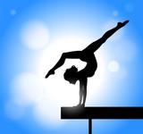 silhouette di ragazza che pratica ginnastica artistica sulla trave