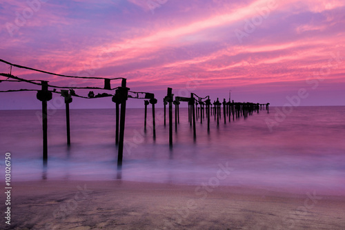 Aluminium Candy roze Long exposure sea pier with beautiful sunset