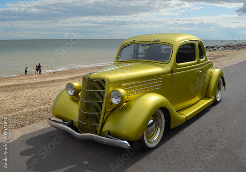 Plakat Classic Gold vintage car in rally on Felixstowe seafront.
