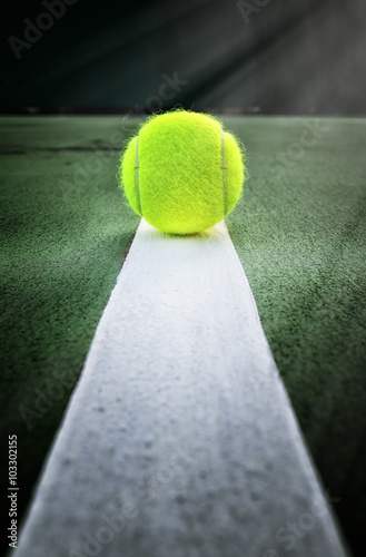Poster Tennis ball on tennis court