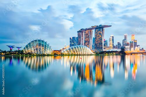 Sticker Singapore Skyline And View Of Marina Bay At Night
