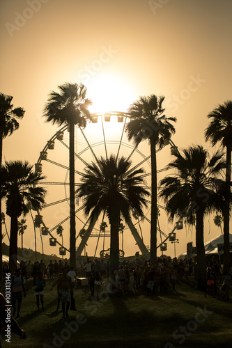 Aluminium Amusementspark Ferris Wheel Sunset. Ferris wheel in Coachella California caught in a sand storm at sunset.