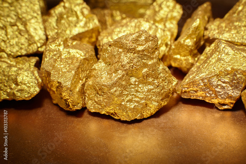 Tuinposter Edelsteen nuggets gold