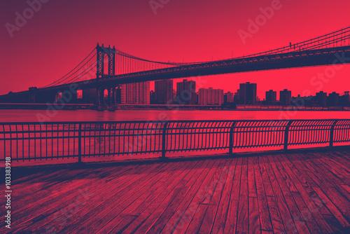 Stampa su Tela Red Toned Manhattan Bridge Spanning East River