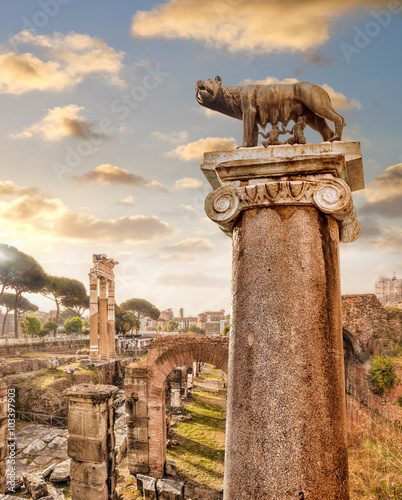 Obraz na Szkle Famous Roman ruins in Rome, Italy