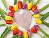 Fototapety Herz mit Tulpen