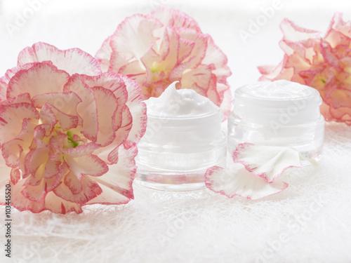 Obraz na Szkle natural facial cream, fresh as flowers