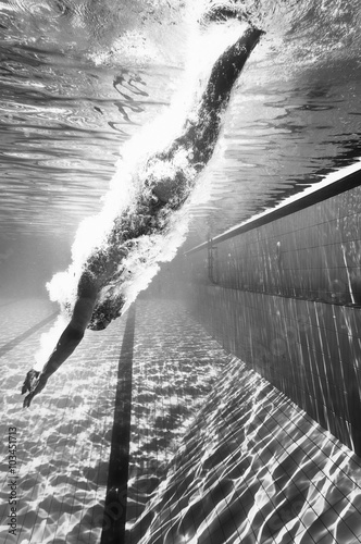 nurkowanie-w-basenie