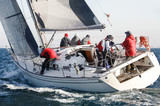 barca a vela durante una regata nel Mar mediterraneo
