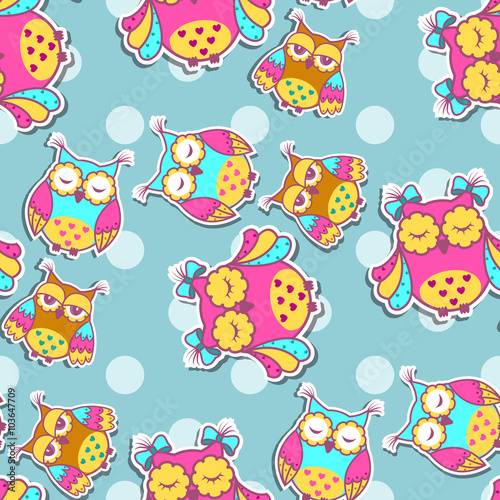 Papiers peints Hibou Seamless pattern with colorful owls on spotty background