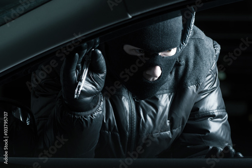 Poster Car robber at night
