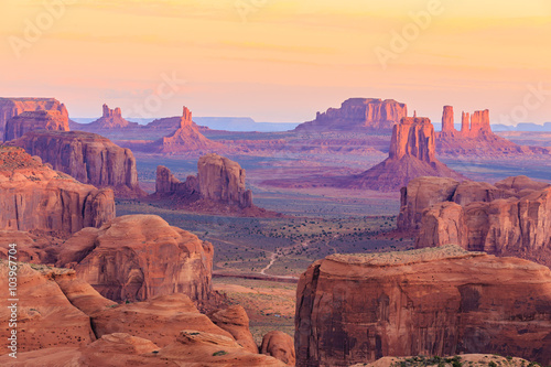 Fotobehang Arizona Sunrise in Hunts Mesa in Monument Valley, Arizona, USA