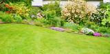 Gartenanlage mit Rhododendron