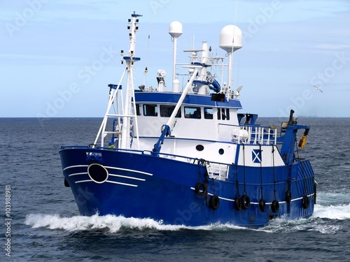 Plakat Fishing Vessel 15b, Fishing Vessel underway to harbour to land fish