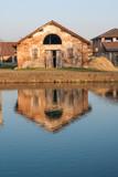 riflesso di fattoria nel canale d