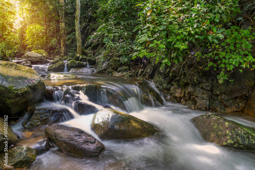 Fotografiet Waterfall in deep rain forest jungle (Krok E Dok Waterfall Sarab