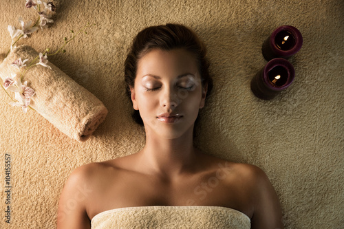 The girl relaxes in the spa плакат