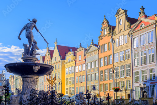 obraz lub plakat Neptune statue with colorful houses in background, Gdansk, Polan