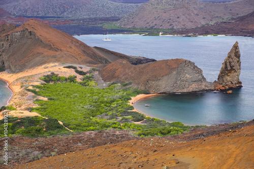 Fotobehang Caraïben View of Pinnacle Rock on Bartolome island, Galapagos National Pa