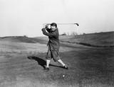 Man playing golf  - 104442135