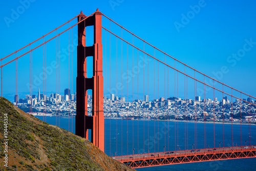 Zdjęcia Golden Gate Bridge North Tower, City of San Francisco in Background - California