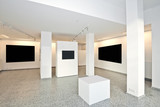exhibition gallery with museum style lighting - 104836582