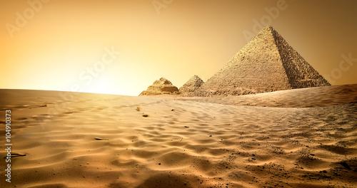 piramidy-w-piasku