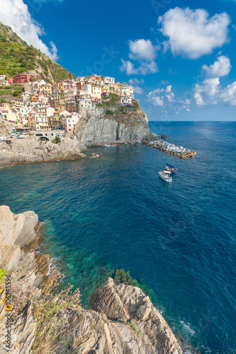 Poster Scenic view of ocean and harbor in colorful village Vernazza, Ci
