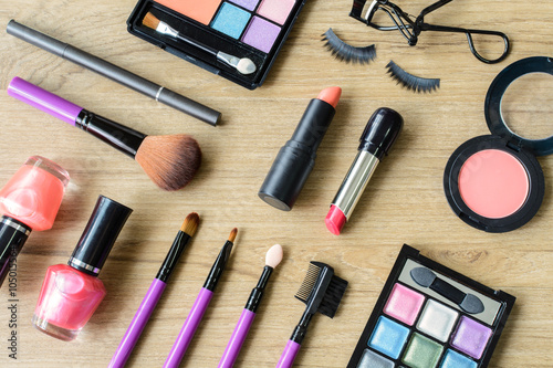 Plakát, Obraz make up with cosmetics and brushes