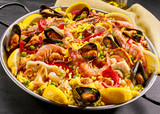 Gourmet seafood paella with prawns and mussels - 105017901