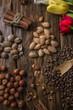 Постер, плакат: Миндаль мускат лесные орехи и кедровые орехи на темном фоне с тюльпанами