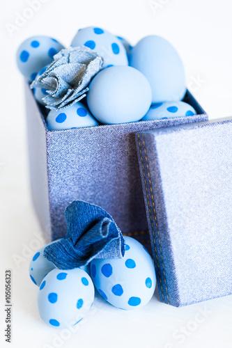 Zdjęcia na płótnie, fototapety, obrazy : Easter eggs in a denim box.