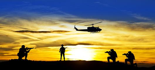 soldados en el campo de batalla