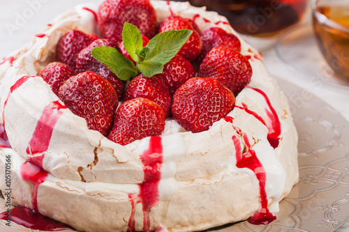 obraz lub plakat Strawberry pavlova cake