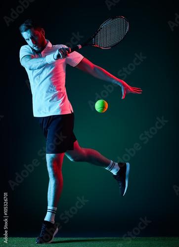 Poster Joueur de tennis homme isolé