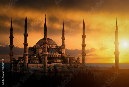 Stampa su Tela The Blue Mosque during sunset in Istanbul