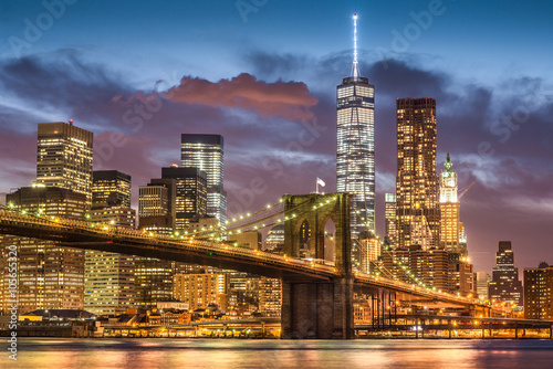 Brooklyn Bridge at twilight time, New York City, USA плакат