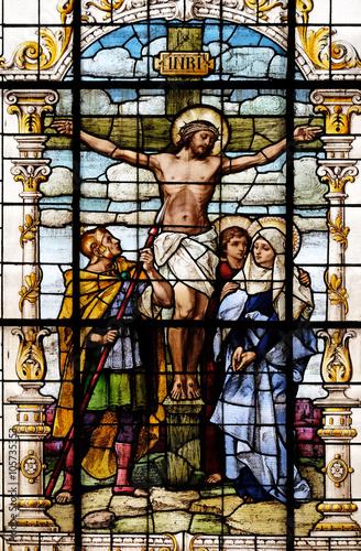 ukrzyzowanie-jezus-umarl-na-krzyzu-witraz-w-bazylice-najswietszego-serca-pana-jezusa-w-zagrzebiu-chorwacja