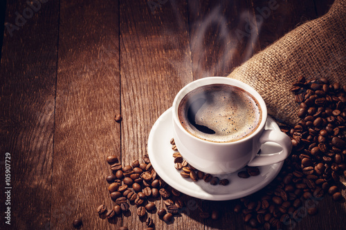 Wall mural Cup coffee beans wooden