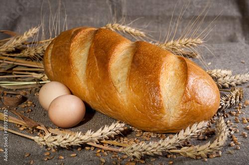 obraz PCV Батон с яйцами и колосьями пшеницы