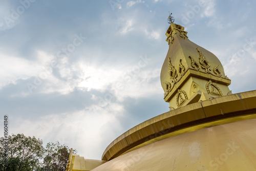 Foto op Plexiglas Bedehuis golden pagoda architecture at wat Nong Pah Pong in Ubon Ratchath