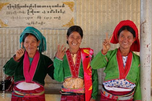 Poster Traditionelle Frauen aus Myanmar