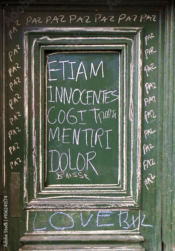 Poster ETIAM INNOCENTES COGIT MENTIRI DOLOR